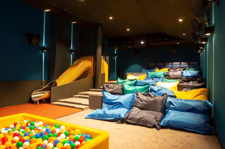 Kinder Kino mit Bällebad, Rutsche und Sitzsäcken in Spreitenbach